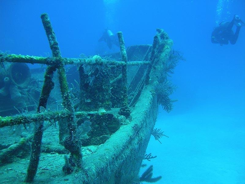 Shipwreck Diving, Bahamas, Caribbean
